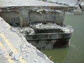 上月才通車 台西便橋路基流失