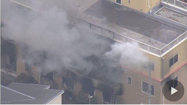 京都動畫工作室火警造成數十人傷亡。(圖擷取自NHK)