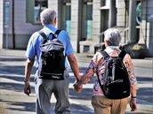 台灣社會快速「老化」 老年人口占比逼近15%