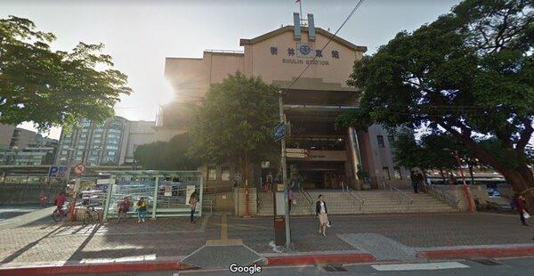 樹林火車站周邊發展時間較早,附近商家眾多,生活圈鄰近板橋區與新莊區,但房價又相對便宜,購屋族群除了小資族外,通常以當地自住戶為主。圖/翻攝Google Maps