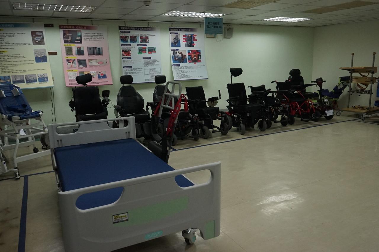 門諾醫院獲花蓮縣府委託,承辦輔具資源中心,提供10大類上百項供租用,還有專人評估、到宅維修。記者王燕華/攝影