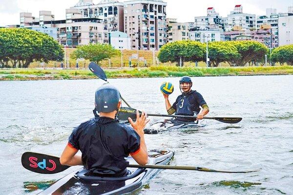 新北大都會公園北側的微風運河,為北台灣重要水上活動及競賽場地,圖為水上運動選手在微風運河練習。(新北市水利局提供/吳亮賢新北傳真)