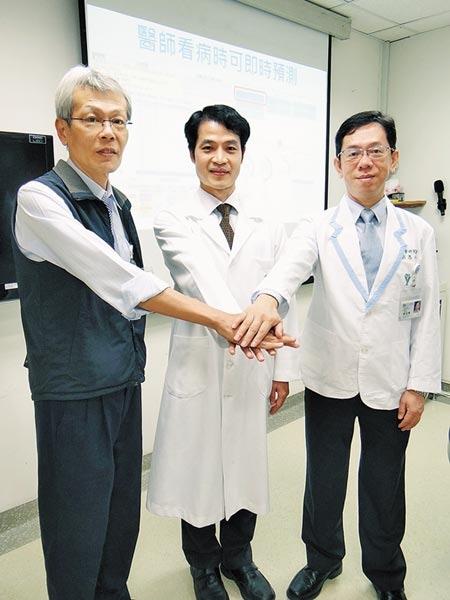 奇美醫學中心急診醫學部高齡急診科主任黃建程(中)表示,醫用AI檢測高齡流感準確度約可達8成。(曹婷婷攝)
