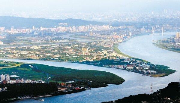 基隆併北市構想。圖為鳥瞰社子島,右支為淡水河,左支為基隆河。 圖/聯合報系資料照片