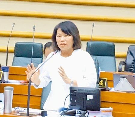 嘉義市長黃敏惠強調,獲議會提案支持,繼續全力爭取中央全額補助鐵高經費。(廖素慧攝)