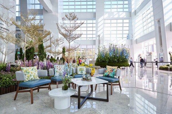 台北101辦公大樓一樓推出「島嶼花園」花藝裝置藝術。圖/台北101提供