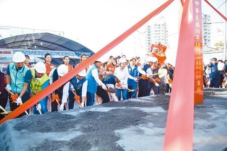 台中市北屯區太原路地下道23日舉行填平開工典禮,同時進行排水工程。(張妍溱攝)