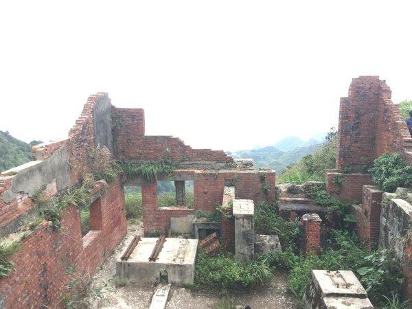 六坑斜坡索道旁廢棄屋舍。圖/好房網News記者呂詠柔攝