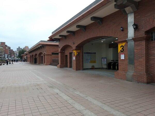 捷運淡水站第3出口28日起開放旅客使用。圖/北捷提供