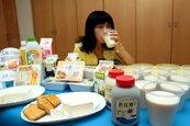 喝豆漿、大骨湯能取代牛奶補鈣? 專家破解迷思