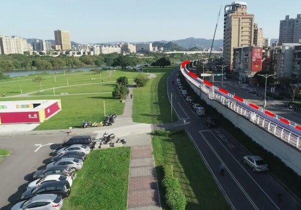 新店溪左堤全面加高。圖/新北市政府提供