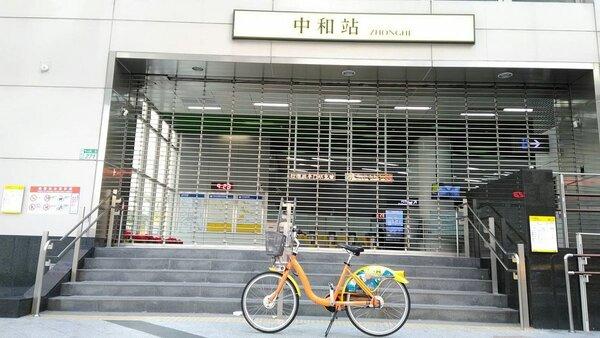 捷運環狀線中和站增設YouBike租賃站。圖/新北市交通局提供