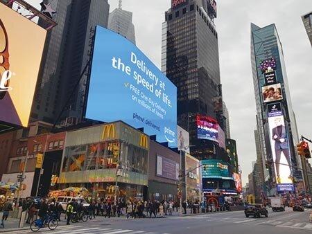 智崴投資的紐約時代廣場飛行劇院,就位在核心蛋黃區麥當勞隔壁不遠處,預定今年第二季開幕。圖/顏瑞田
