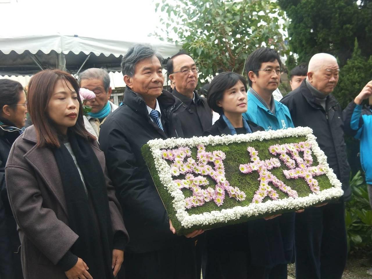 今年太平輪海難71周年,17日在太平輪紀念碑前舉行追思會。 記者游明煌/攝影