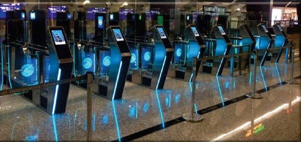 桃園機場第三代自動查驗通關系統。圖/內政部移民署提供