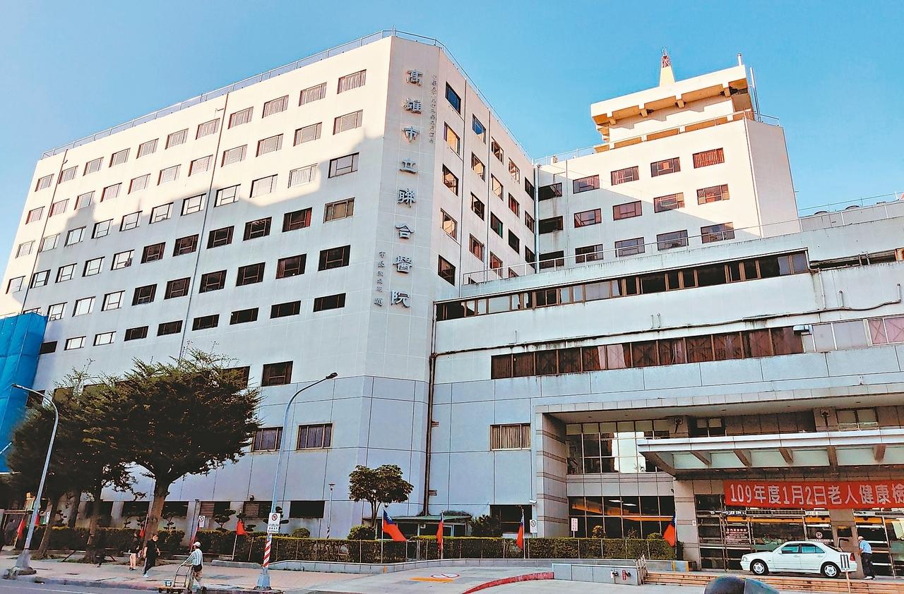 高雄市立聯合醫院成立逾40年,因應當地人口成長,醫療需求增,已向市府爭取到後方2千多坪土地,作為未來院區擴建基地。 圖/記者蔡容喬攝影
