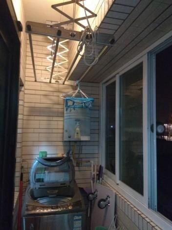 氣象局發布低溫特報,不少民眾怕冷風灌進家中,會把門窗緊閉,但洗澡時卻忘了保持室內空氣流通,造成出現頭暈不適等易氧化炭中毒現象。圖/台南市政府提供