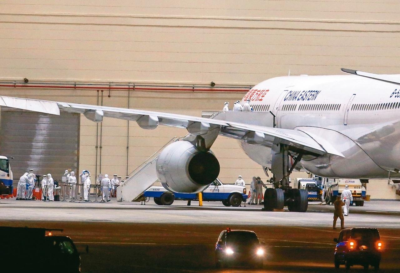 第一班武漢包機本月3日深夜抵達桃園機場。圖/聯合報系資料照片
