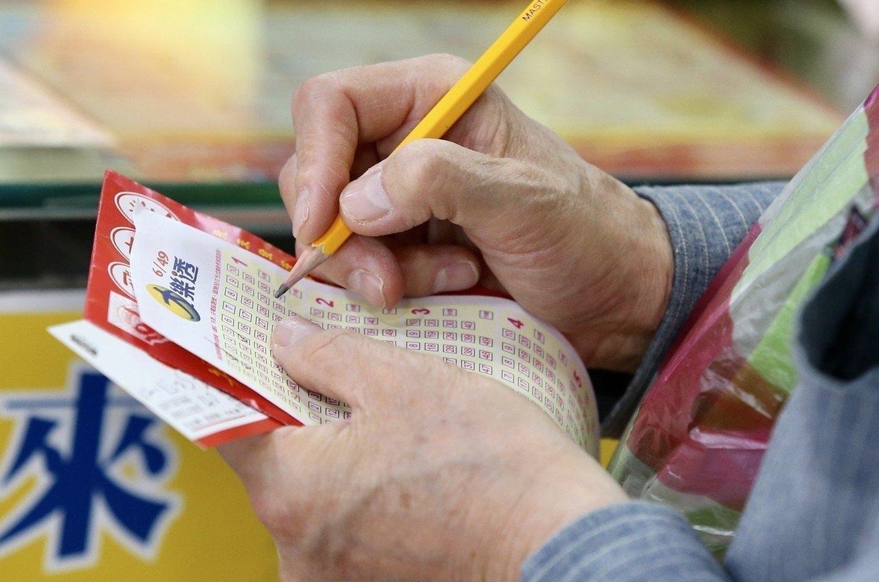 今日2月7日大樂透頭獎金額3.7億元在桃園市桃園區大興里千百萬彩券行開出。 聯合報系資料照