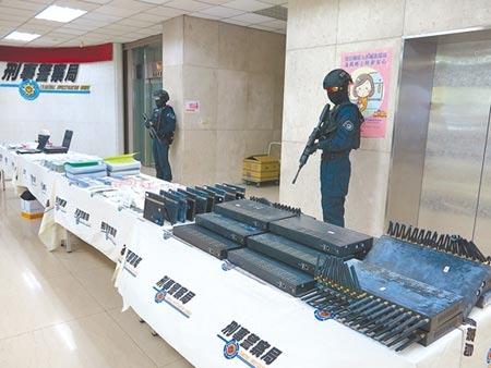 警方在積極查緝下,今年1至9月已破獲1154件假投資詐騙案,查扣大批贓證物。圖/林郁平攝