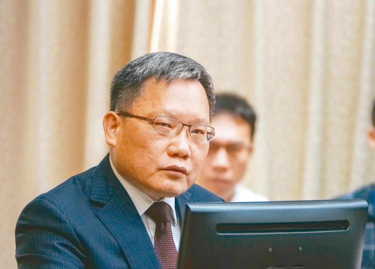 財政部長蘇建榮表示,囤房稅須整體考量,不能將雙北的問題套到全國一體適用。圖/ 記者鄭超文攝影