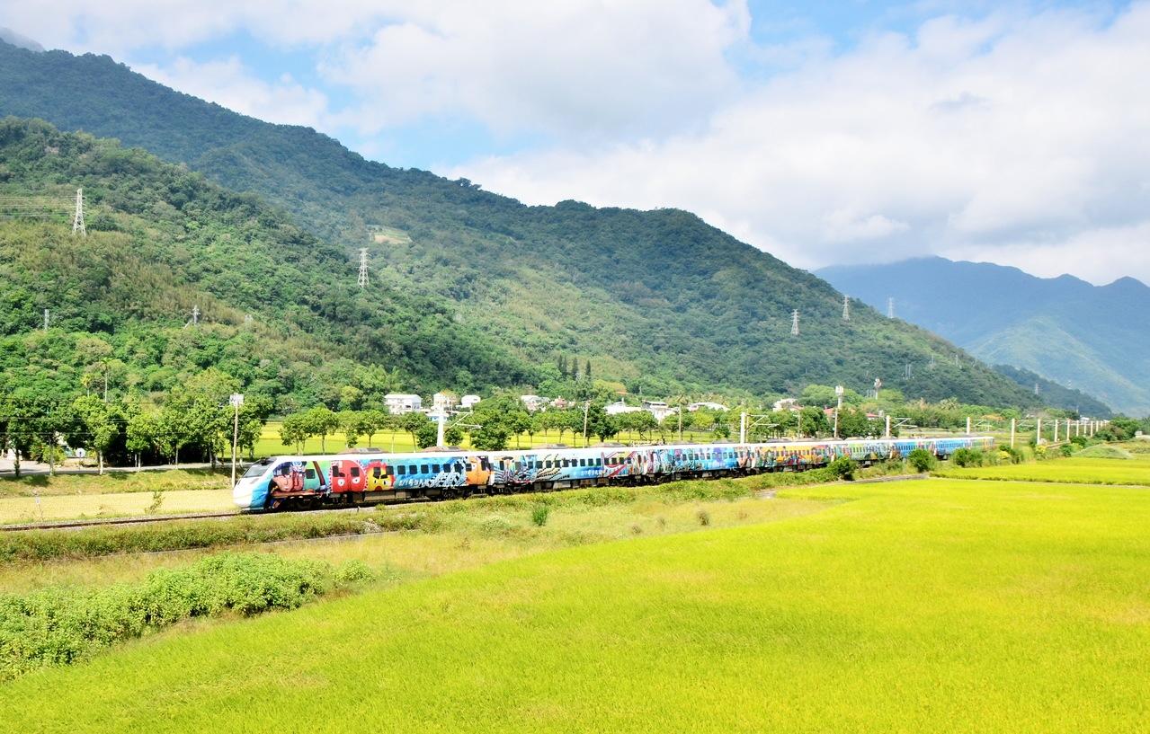 大魯閣自強號原民彩繪列車明天後就要「卸妝」今天最後一天行駛台東與台北之間。記者羅紹平/攝影