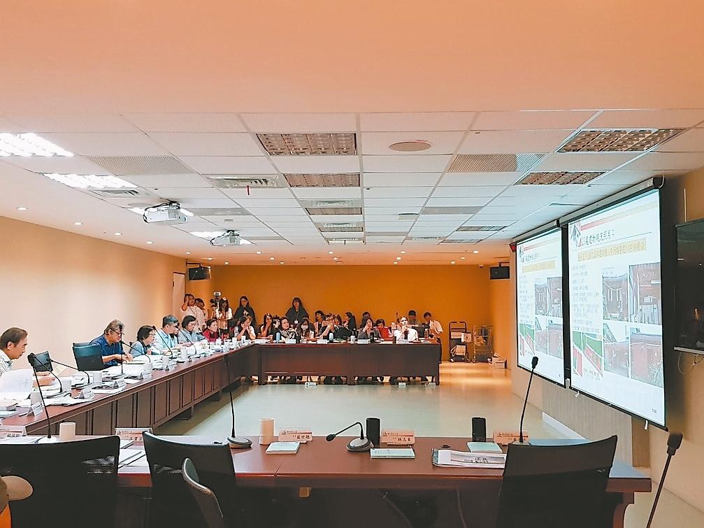 北市文化局文資委員會審議社子島20處具文資潛力的建物,委員會最終表決通過包含溪洲底王宅、善居室等7處建築物,登錄為歷史建築。 記者翁浩然/攝影