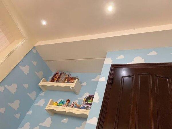 一名女網友,把自己房間打造成安弟的房間,吸引許多「玩具迷」留言朝聖。圖/翻攝Dcard