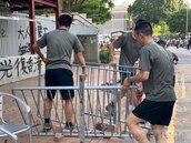 反送中首次 駐港解放軍上街…清路障