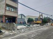 台南181線拓寬釘子戶庭院拆除 警護秩序無抗爭