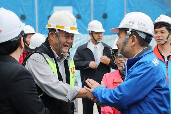 江翠國中校舍整建工程,侯友宜感謝施工團隊的辛勞