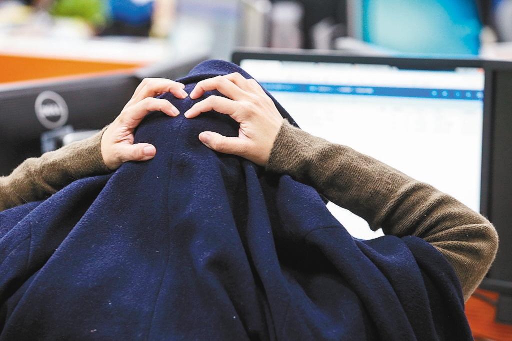 調查顯示,有41.6%上班族認為本身工時過長。 圖/聯合報系資料照片