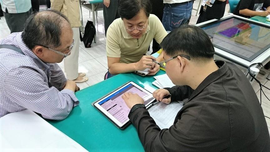 市府委託公會協助審查建造執照。圖/台中市都發局提供