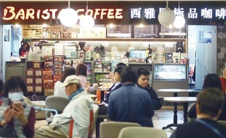 老字號品牌西雅圖咖啡被踢爆混用低價的羅布斯塔豆,消基會呼籲西雅圖咖啡拿出誠意,主動以5倍價值賠償消費者。圖為西雅圖極品咖啡門市。圖/記者陳怡誠攝影