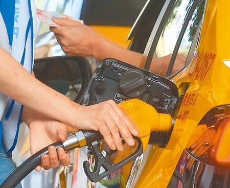 新冠肺炎衝擊,帶動國際原油價格下跌,國內油價已連續多周調降。(本報資料照片)