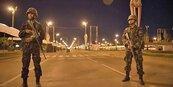 泰國實施宵禁 禁外國人入境
