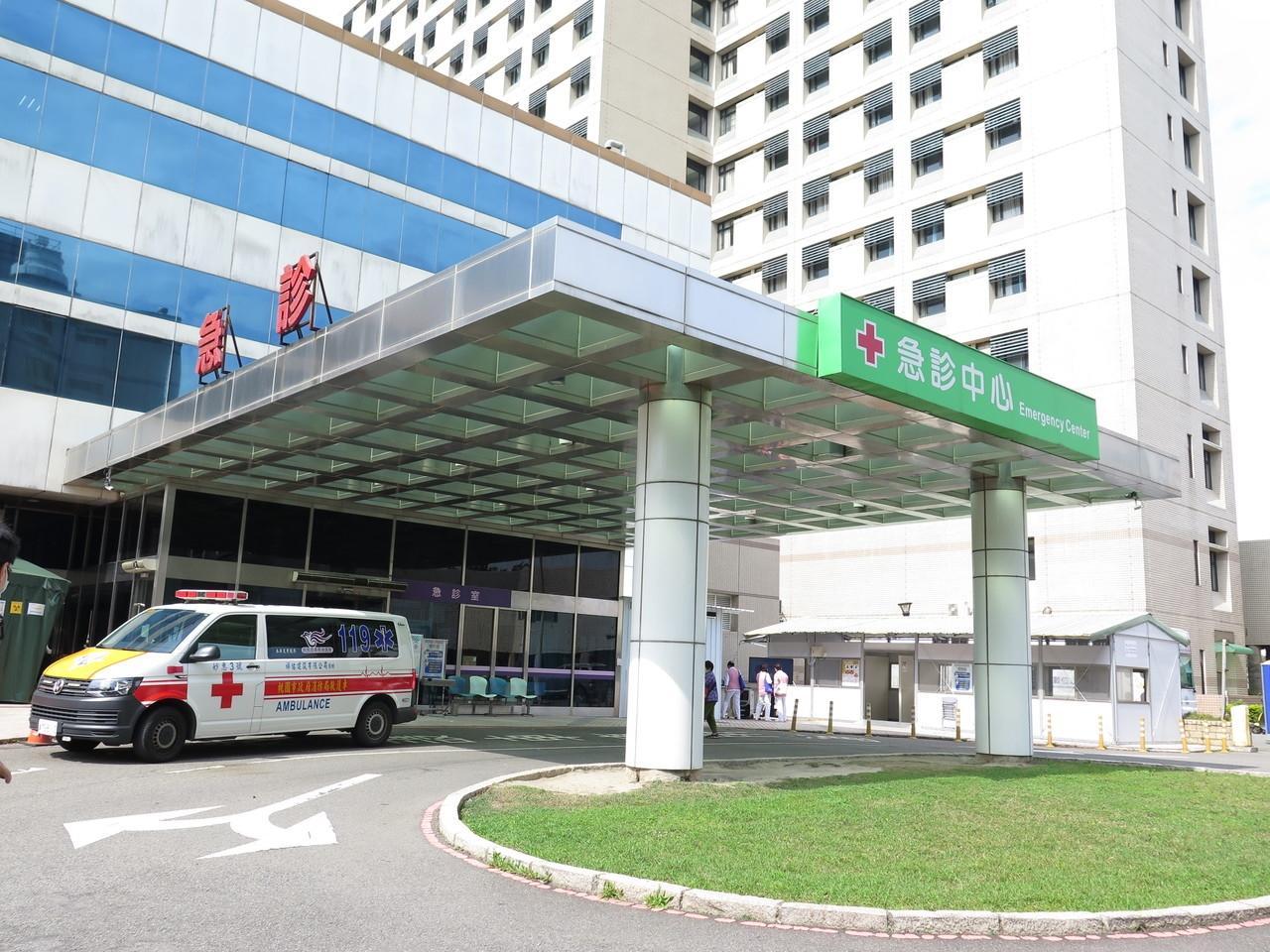 桃園市衛生局指出,已經立即連繫轄內11家急救責任醫院及其餘23家非急救責任醫院全面配合實施門禁管制,圖為衛福部桃園醫院。記者張裕珍/攝影