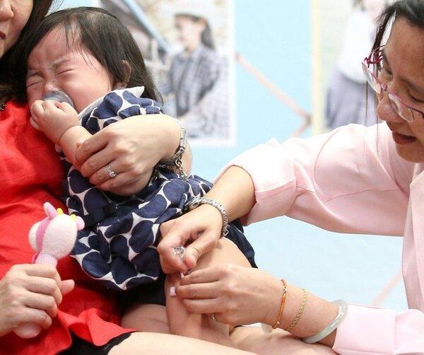 寶接種流感疫苗。圖/報系資料照