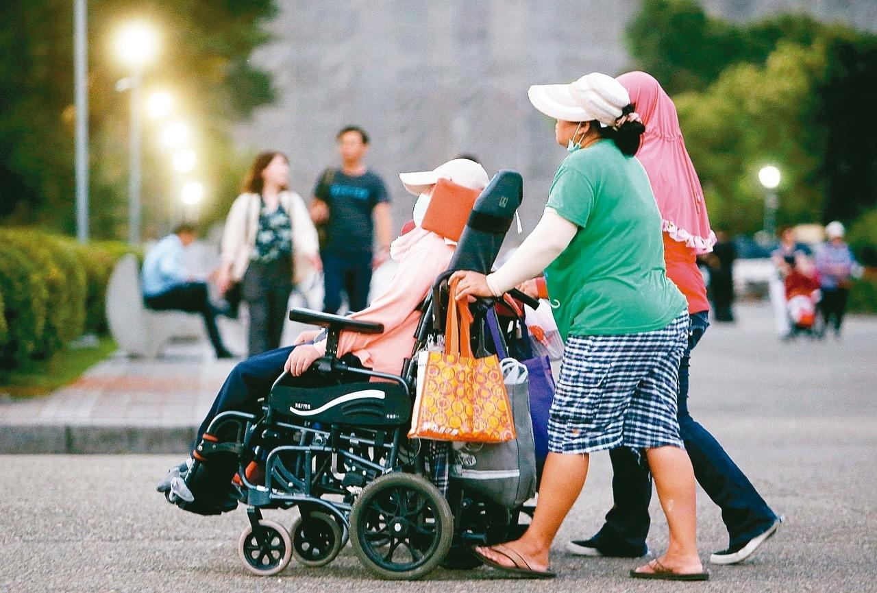 今年報稅開始,有薪資所得、身心障礙、教育學費、幼兒學前以及長照等五大特別扣除額可以節稅。 圖/聯合報系資料照片