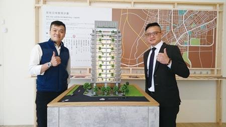 磐鈺營建機構總經理張立杰(左)表示,「大膳哲哲」2月初正式進場,潛銷成績佳。圖/記者曾麗芳攝影