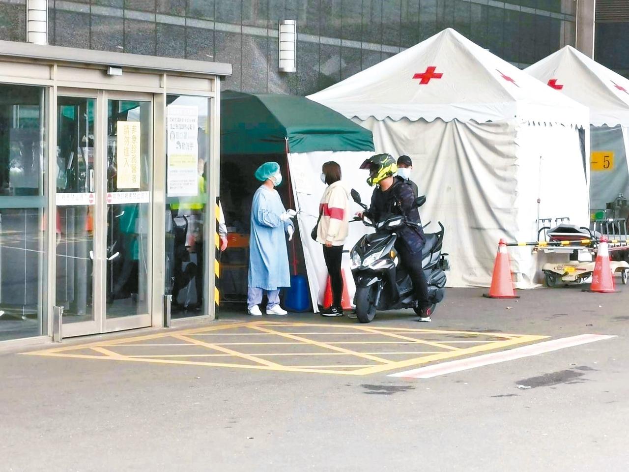 受新冠肺炎疫情影響,近期到嘉基、聖馬等大型醫院急診就診人數明顯減少。 記者卜敏正/攝影