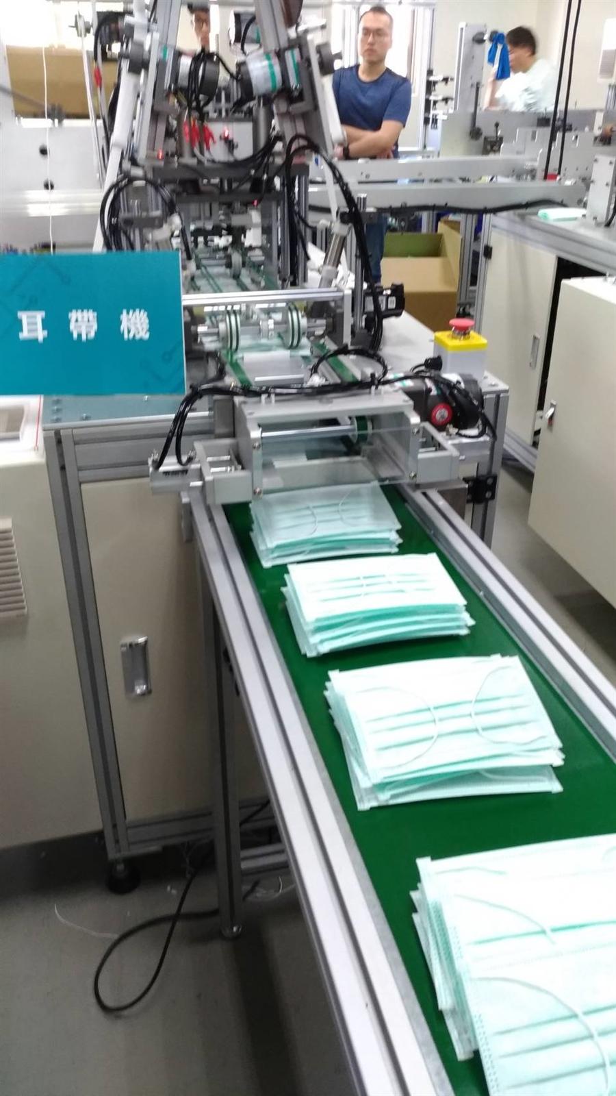 工研院協助業者快速建置口罩產線,至3月時可新增每日600萬片產量,擴充到到每日1000萬片目標,台灣將成為全球第二大口罩生產地。記者張義宮/攝影