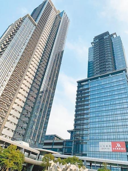 豪宅市場再傳喜訊!指標頂級豪宅「西華富邦」頂樓2戶,以區域高價每坪逾290萬元成交。圖/記者蔡惠芳攝影