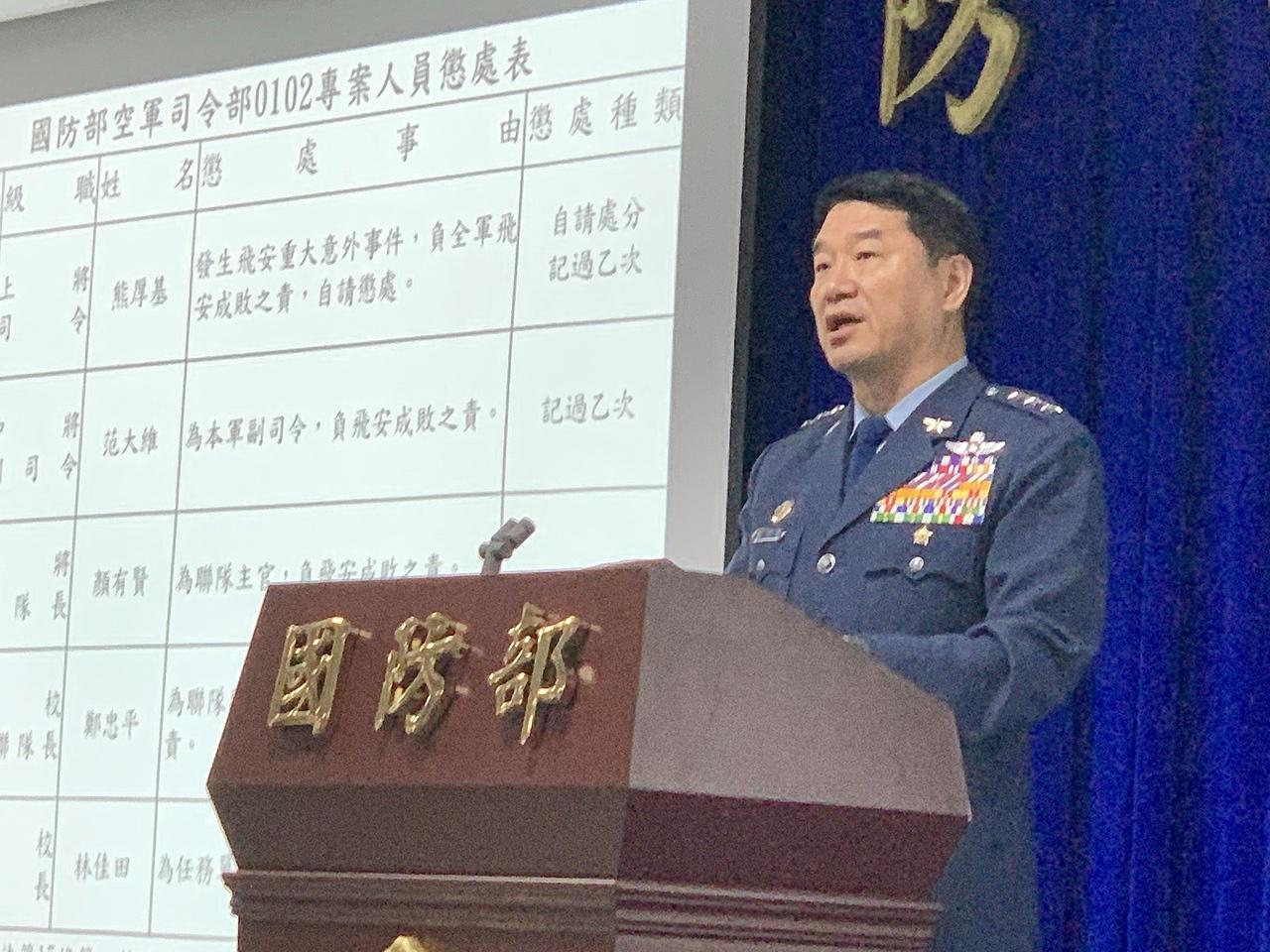 空軍司令熊厚基上午表示,公布黑鷹直升機失事詳盡肇因,是告慰將士在天之靈最好的方式,相信也是殉職將士所希望的。記者洪哲政/攝影