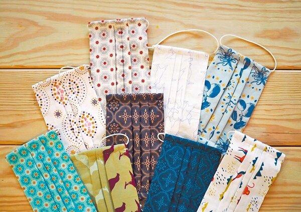 印花樂的手作可換濾材布口罩,今(20日)開放預購,200元。(翻攝印花樂官方粉絲團)