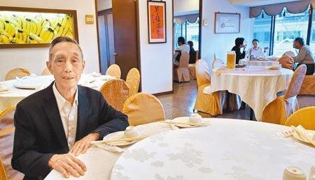 高雄知名、老字號的江浙菜餐廳祥鈺樓老闆朱金鴻。(劉宥廷攝)