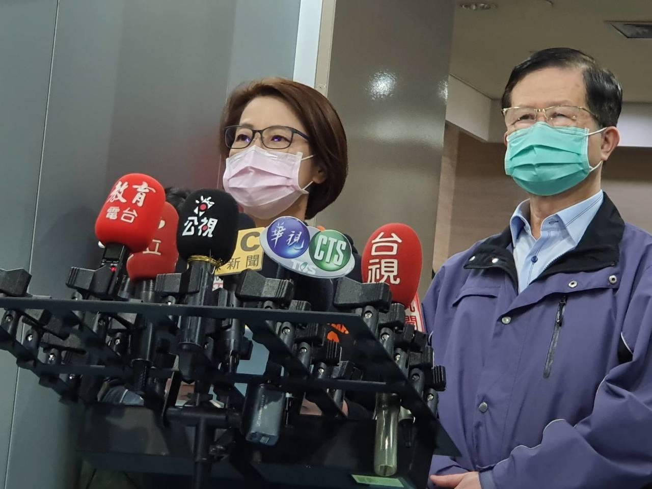 北市副市長黃珊珊(左)表示,到北市府大樓洽公民眾,預計下周開始量體溫。記者楊正海/攝影