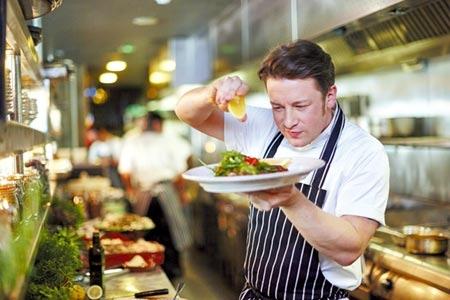 英國名廚傑米奧利佛創立的「Jamie's Italian 」義大利餐廳,已於27日結束營業後正式熄燈。圖/本報資料照片