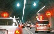228連假首日國道5路段塞 環東到南港持續「紫爆」