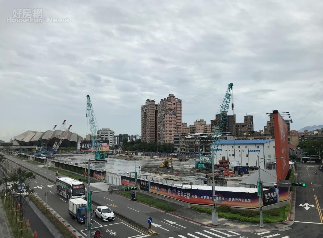 「世界明珠」基地鄰近北流和南港車站。好房網News記者李彥穎攝